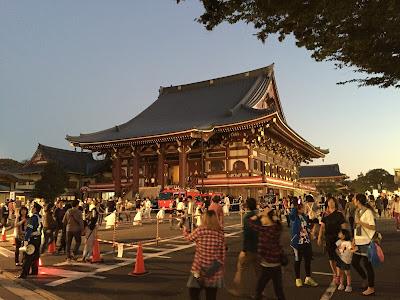 Oeshiki and Ten Thousand Lights, Ikegami Honmonji Temple, Tokyo.