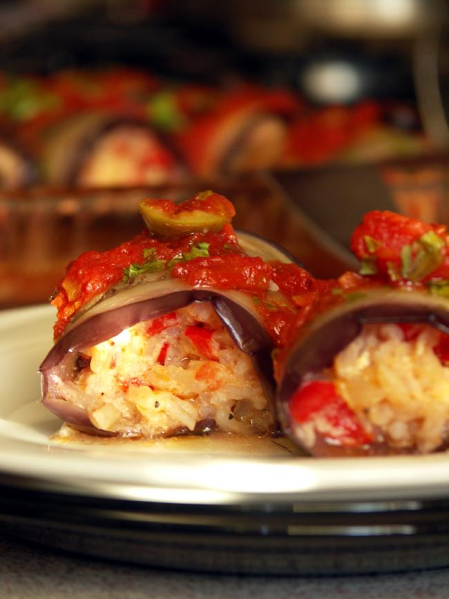 roladki bakłażanowe z ryżem zapiekane w pomidorach