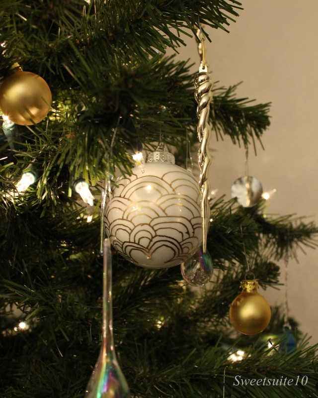 art deco patterned Christmas ball