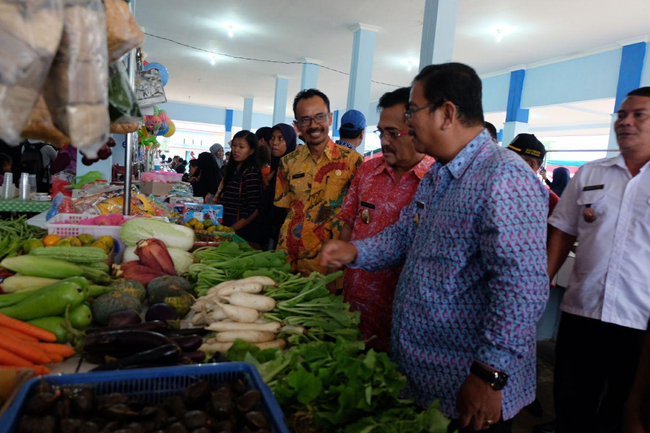Foto 11: Peresmian Empat Pasar Rakyat di Kabupaten Sekadau di Resmikan oleh Bupati Sekadau, Jumat (6/4/2018).