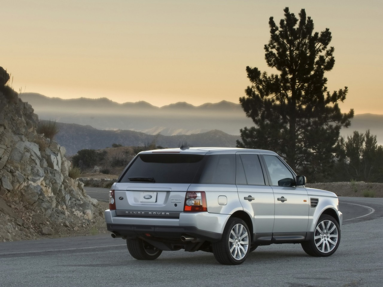 2008 land rover range rover sport pictures specifications interiors and exteriors pictures. Black Bedroom Furniture Sets. Home Design Ideas