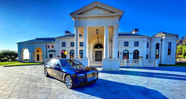 la abundancia financiera es posible utilizando la ley de atracción. Ganar dinero, atraer el dinero con las afirmaciones activa la omnipresente ley de atracción.