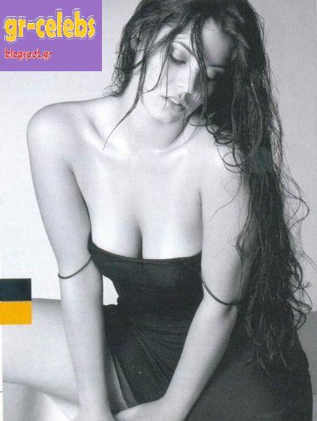 Ελληνίδες Celebrities : Η Μαρία Κορινθίου σε μία sexy