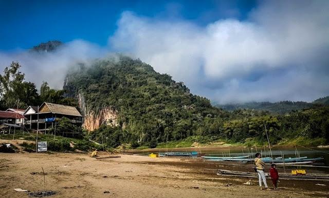 Pemandangan Wisata Sungai Mekong