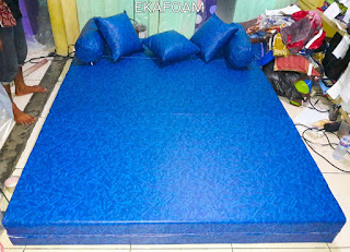 Sofa bed inoac sarung tahan air posisi kasur