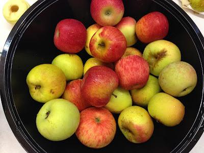making apples sauce in kindergarten: time4kindergarten All About Apples