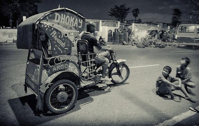 Becak Motor Kemayoran Jakarta by Charlie Hartono