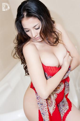 Thái Nhã Vân nude trọn bộ ảnh nóng Thoát xác - Bikini