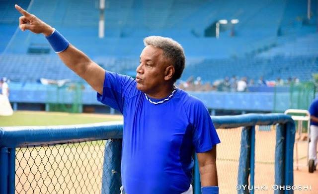 Víctor Mesa no quiere mirar al pasado. Su principio y final es la familia, especialmente sus hijos. Afirma que en Cuba le cortaron las alas para estar en el béisbol y sueña con las nuevas que naceran en los días por venir. Víctor Mesa espera seguir volando alto
