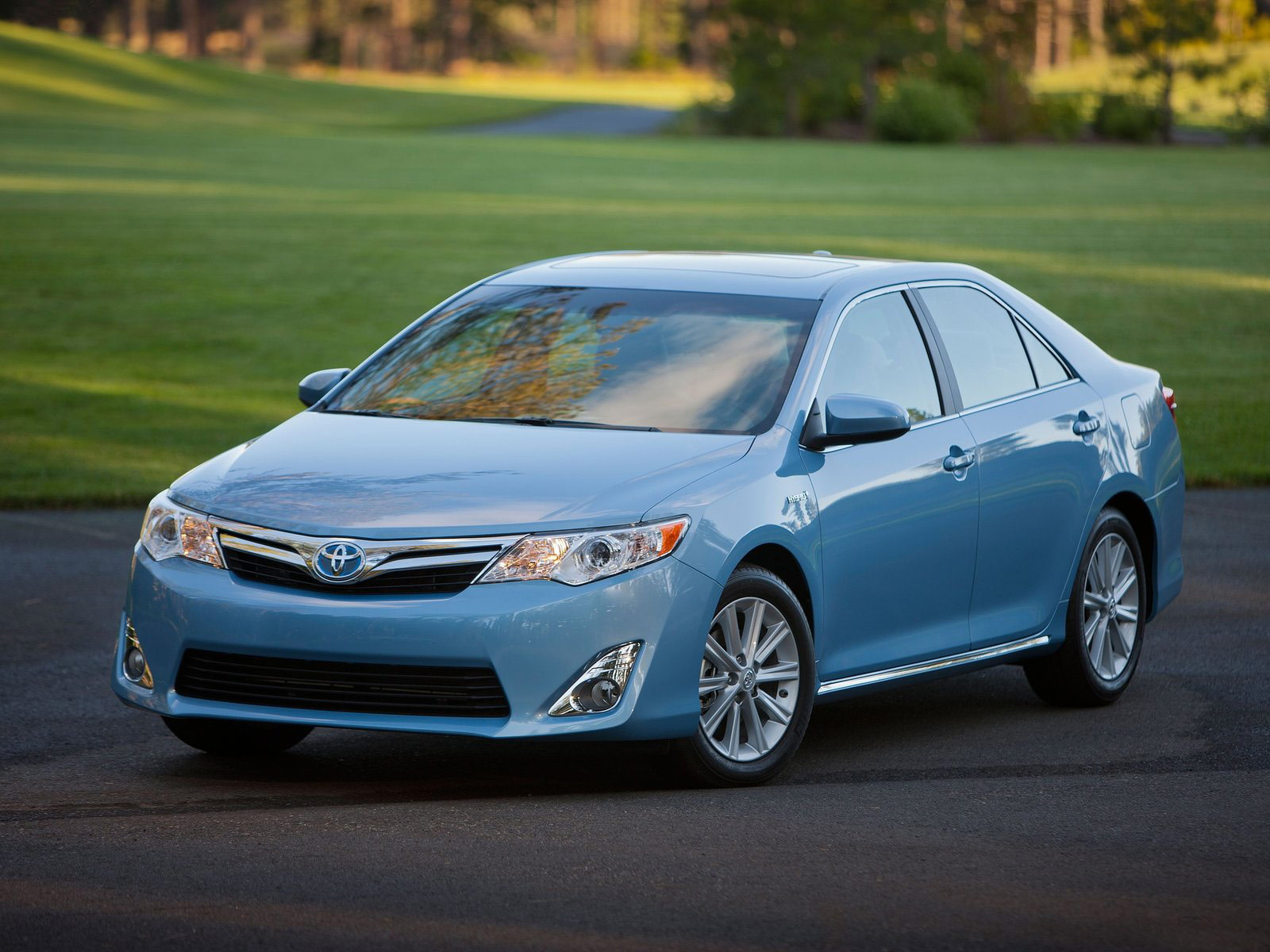 2012 TOYOTA Camry Hybrid Car Insurance Information