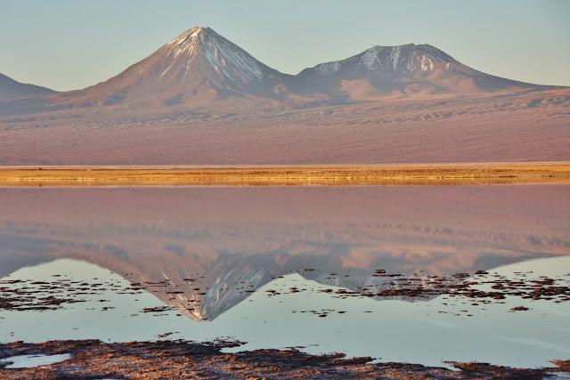 Vulcão Licancabur e Juriques, no Deserto do Atacama