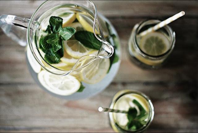 como-hacer-agua-de-limon-con-menta
