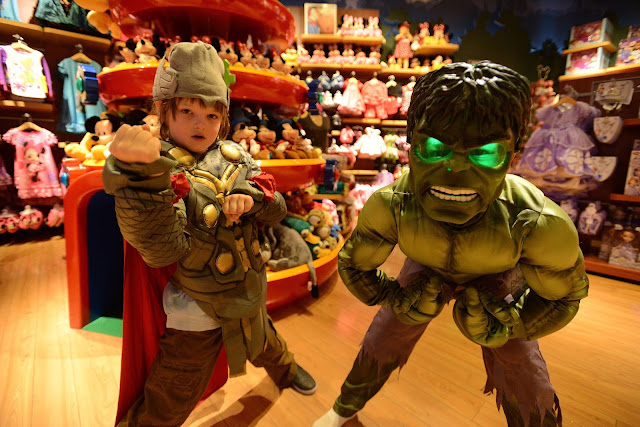 It's Halloween in Hollywood – the stars and their kids are getting ready for the season! The Disney Store hosted a celebrity Halloween BOOtique event