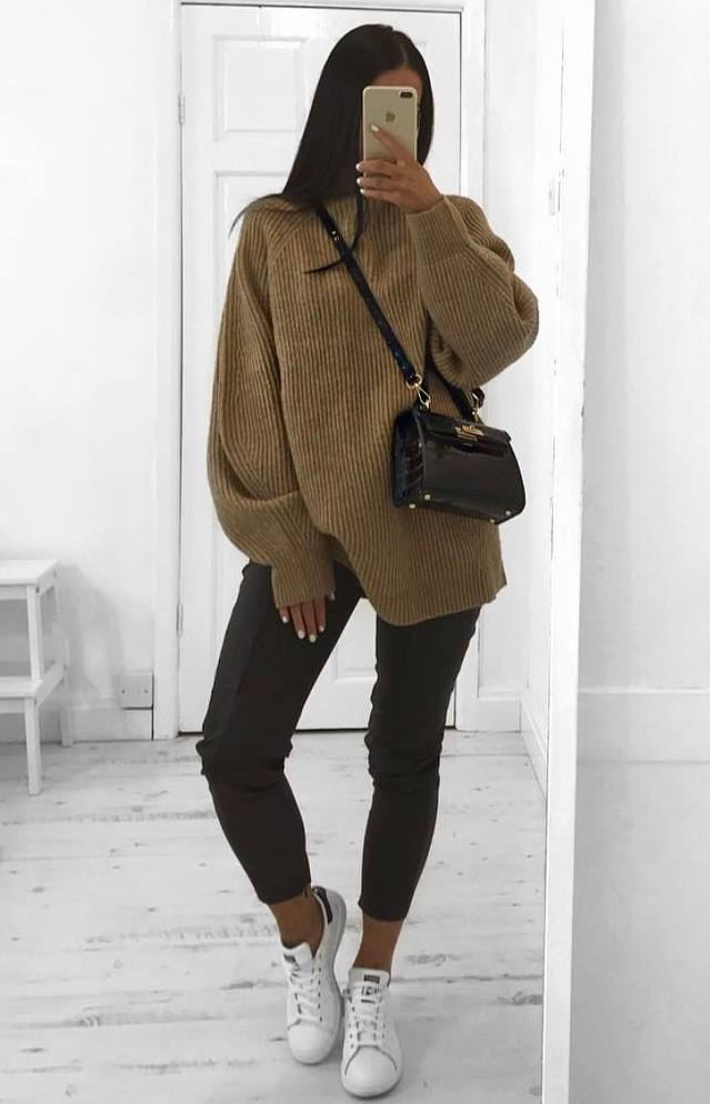 casual style addiction / brown oversized sweater + bag + sneakers + black skinnies