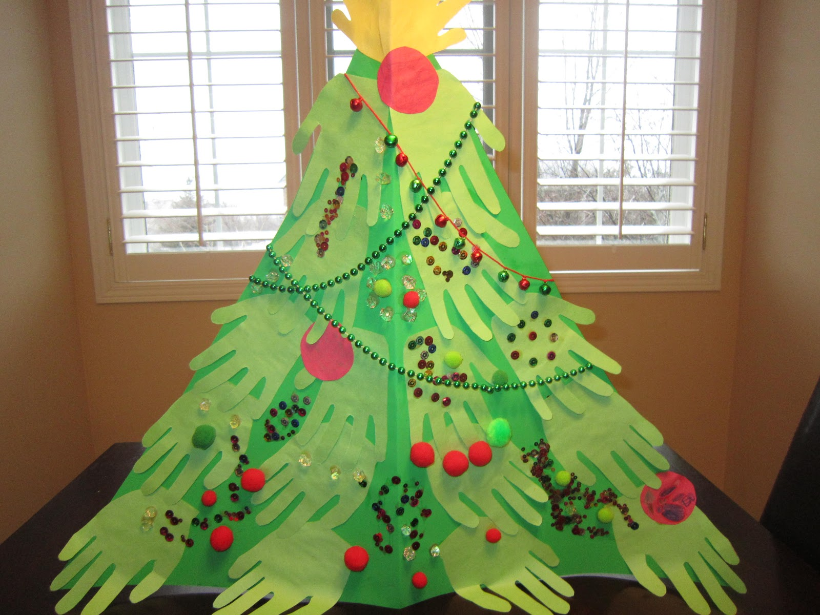 Little Townhome Love: Handprint Christmas Tree Craft