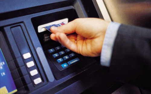 Sai lầm lớn khi sử dụng thẻ tín dụng thay cho ATM