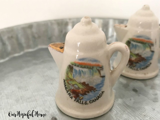 Vintage Niagara Falls Canada Teapot Salt Pepper Shakers cork stoppers