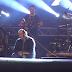 Βασίλης Καρράς: Λύγισε πάνω στην σκηνή - Σοκαρισμένος ο κόσμος - ΒΙΝΤΕΟ