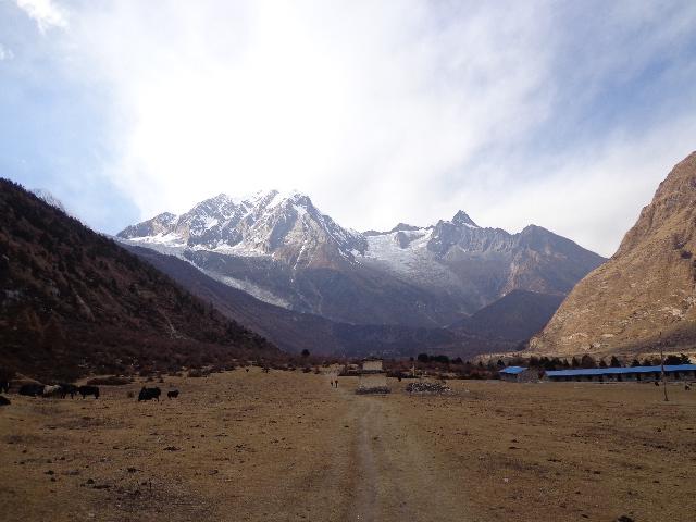 Manaslu trekking valley before Samagaon Manaslu trek Nepal