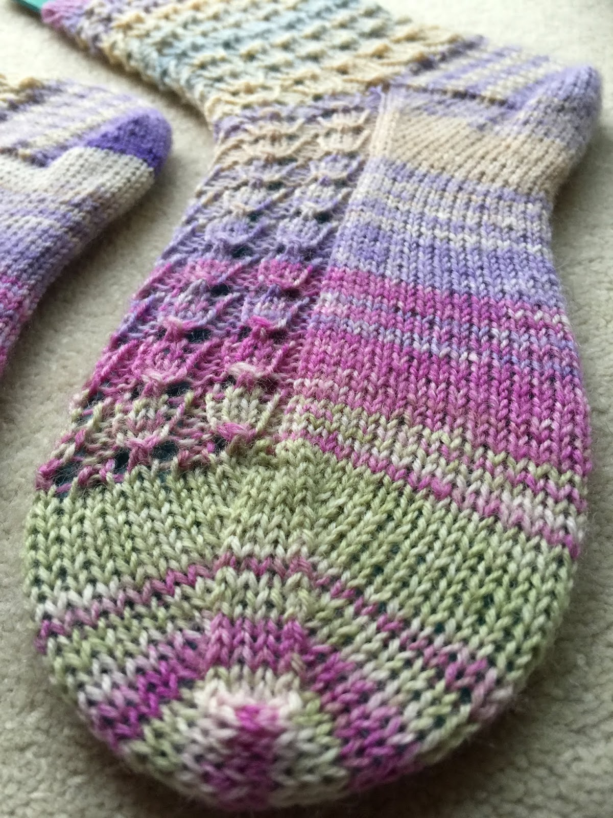 The Woolly Adventures of a Knitting Kitty: Tiptoe