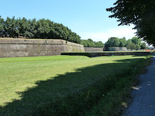 More than four kilometres of walls, upon which work began in 1513, surround the city of Lucca