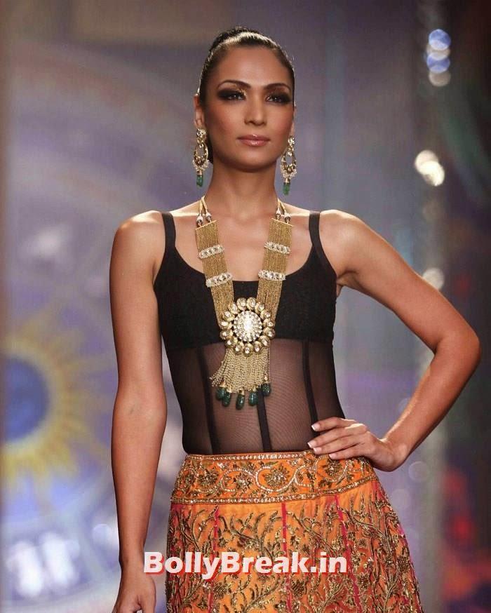 Shamita Singha, Sonam Kapoor Pics in White Saree - IIJW Finale 2014