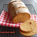 Chleb pszenny na zakwasie z suszonymi pomidorami.Światowy Dzień Chleba