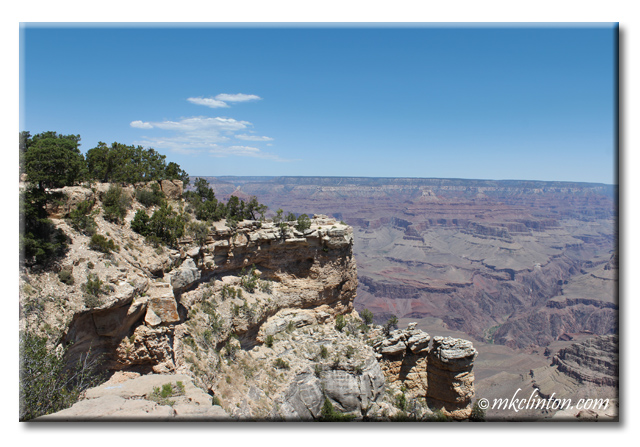 Cliff view of the south rim of the Grand Canyon