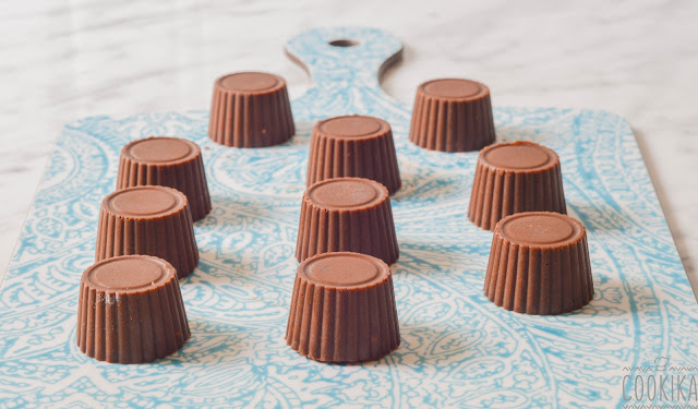 Vegan mini chocolates with almonds