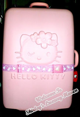 hello kitty luggage cargo bag shopping in hong kong