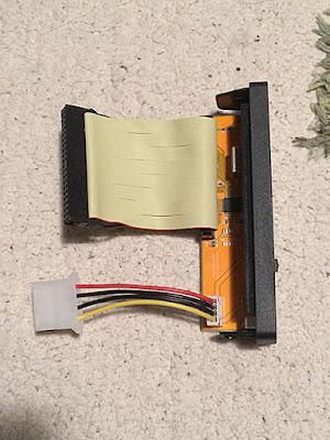 IDE用ケーブルと電源ケーブル