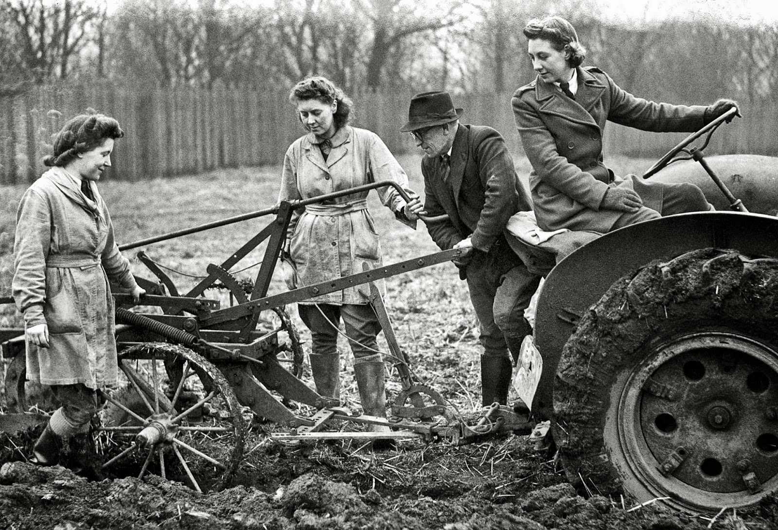 Vintage Photographs of Women in World War II ~ Vintage