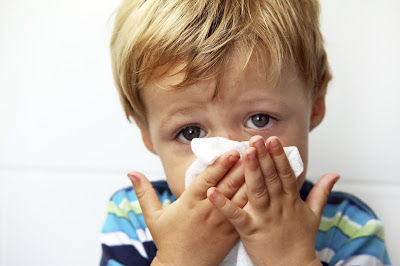 Làm gì khi trẻ bị chảy nước mũi ngạt mũi