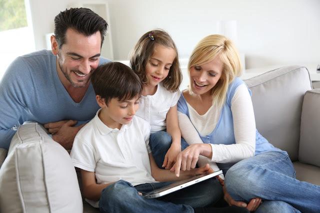 دور الوالدين فى حماية الأطفال من مخاطر الإنترنت: