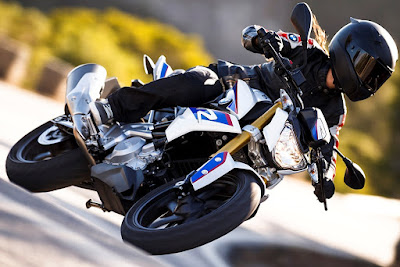 Upcoming 2016 BMW G310R blue side angle HD Images