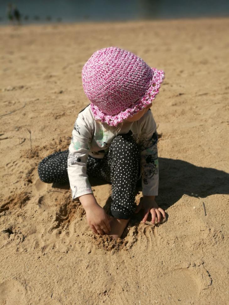 virkattu hattu tytölle