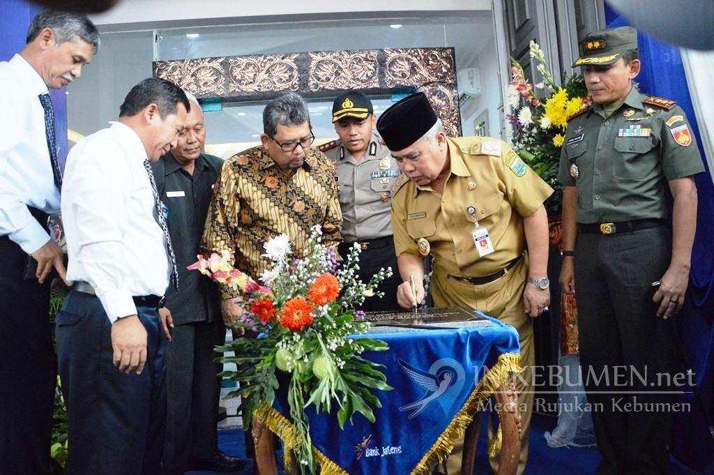 Resmikan KCP Ayah, Wakil Bupati Minta Bank Jateng Permudah UMKM Mengakses Permodalan