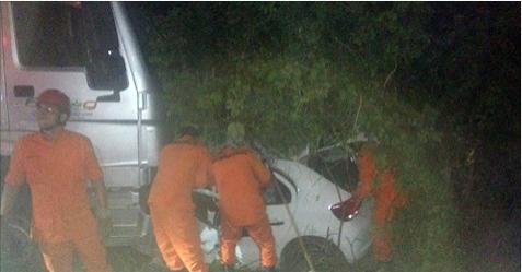 Acidente na  BR-316 em Cacimbinhas  entre carro e carreta deixa uma pessoa morta