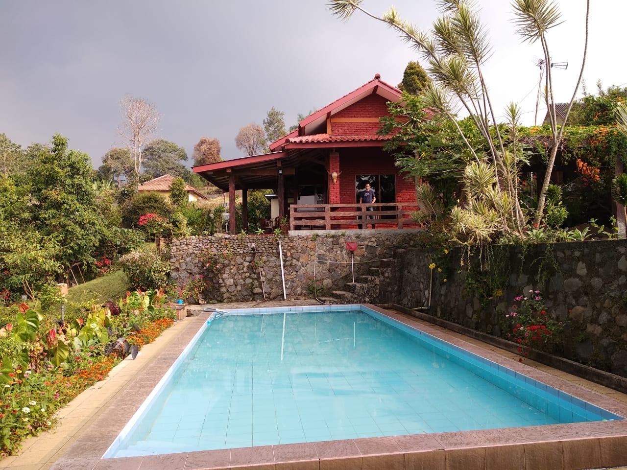 Villa Bata Merah Cisarua