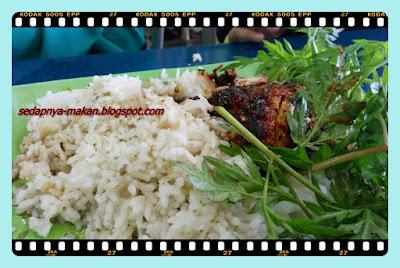 Nasi, Ayam bakar, kuah sup, ulam raja