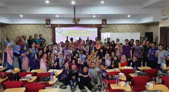 FOTO BERSAMA seluruh peserta Meet and Greet 2019 yang berlangsung dengan sukses di Aula Magister Hukum UNTAN PONTIANAK Sabtu (6/4) kemarin. Foto Asep Haryono
