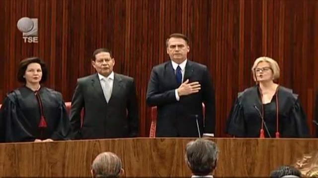 Jair Bolsonaro e Hamilton Mourão são diplomados em solenidade no TSE