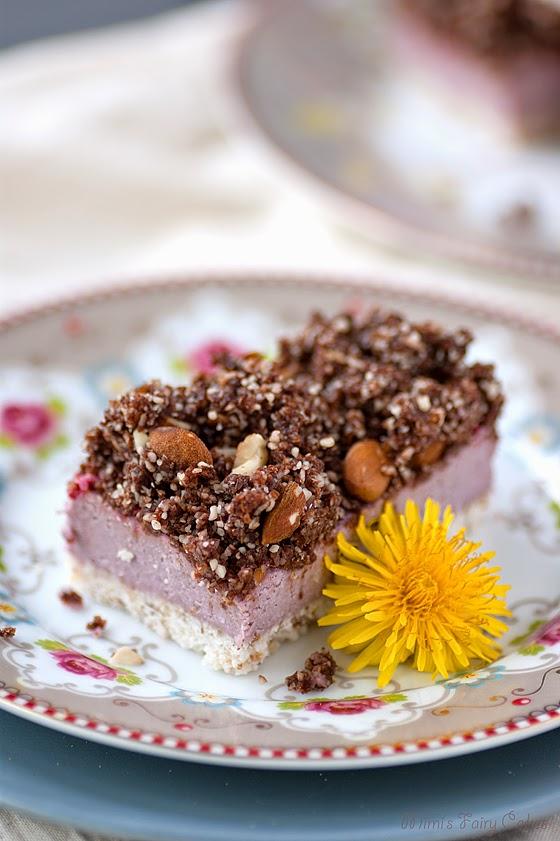 Roher Neapolitanischer Kokos Cheesecake mit Schoko Streuseln