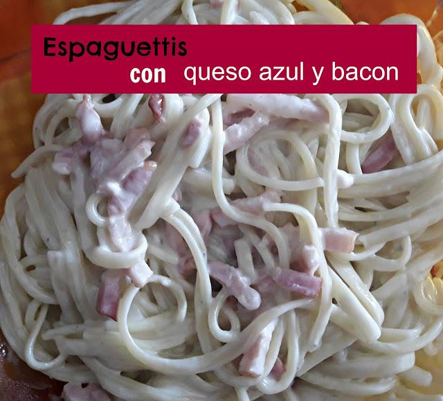 Espaguettis con queso azul, bacon y nata