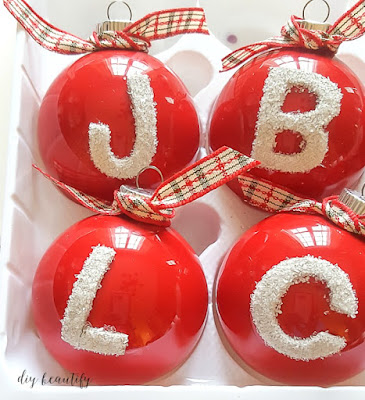 Create beautiful painted ornament with frosty monograms, perfect for gifting! Find the tutorial at diy beautify!