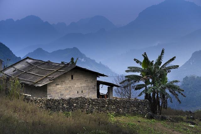 Bencana longsor tahun kemudian bukanlah insiden pertama yang terjadi di kampungku Cerpen: Cahaya Kampungku