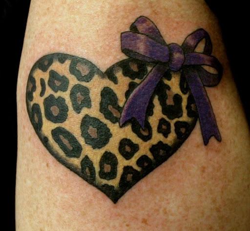 Girlie em estampa de leopardo