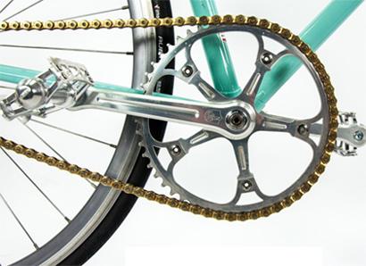ebed0a9ac Mais recentemente introduziu pela primeira vez na indústria do ciclismo o  material Countervail® viscoelástico carbono e desenvolveu o sistema Bianchi  CV