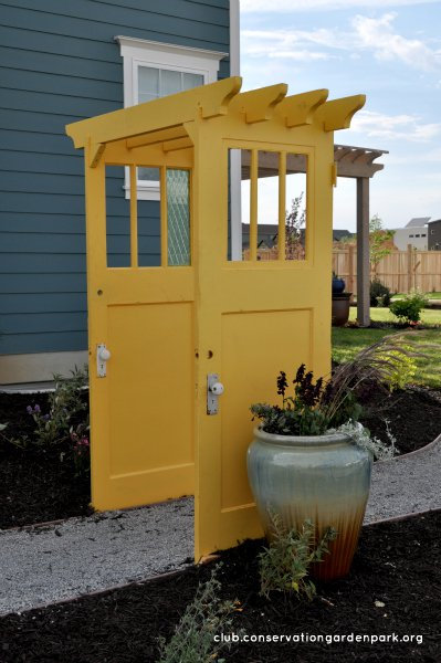 17 Creative DIY Projects To Repurpose an Old Door | Do it ...
