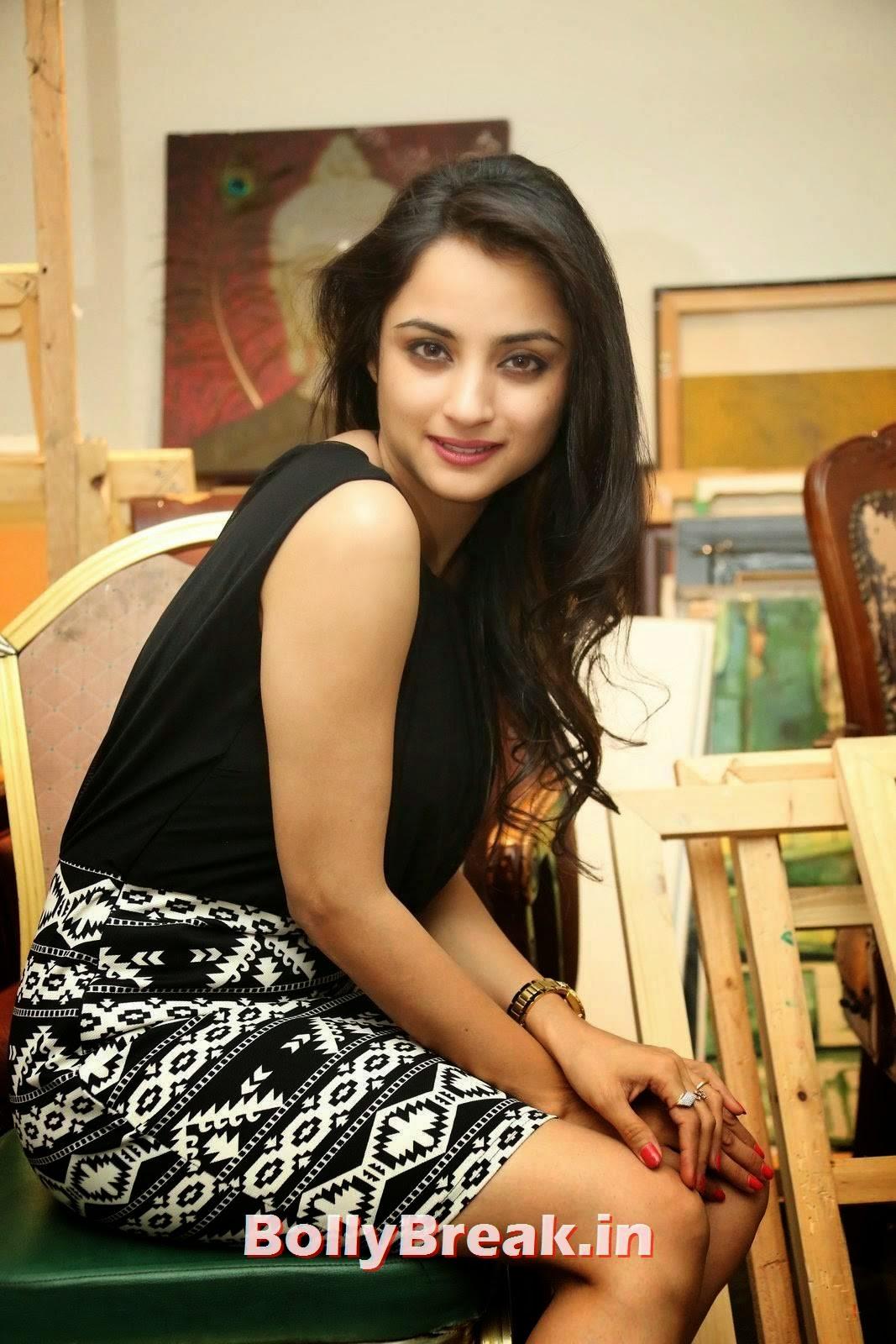 Actress Madirakshi Wallpapers, Actress Madirakshi Hot Pics in Skirt & Black Top